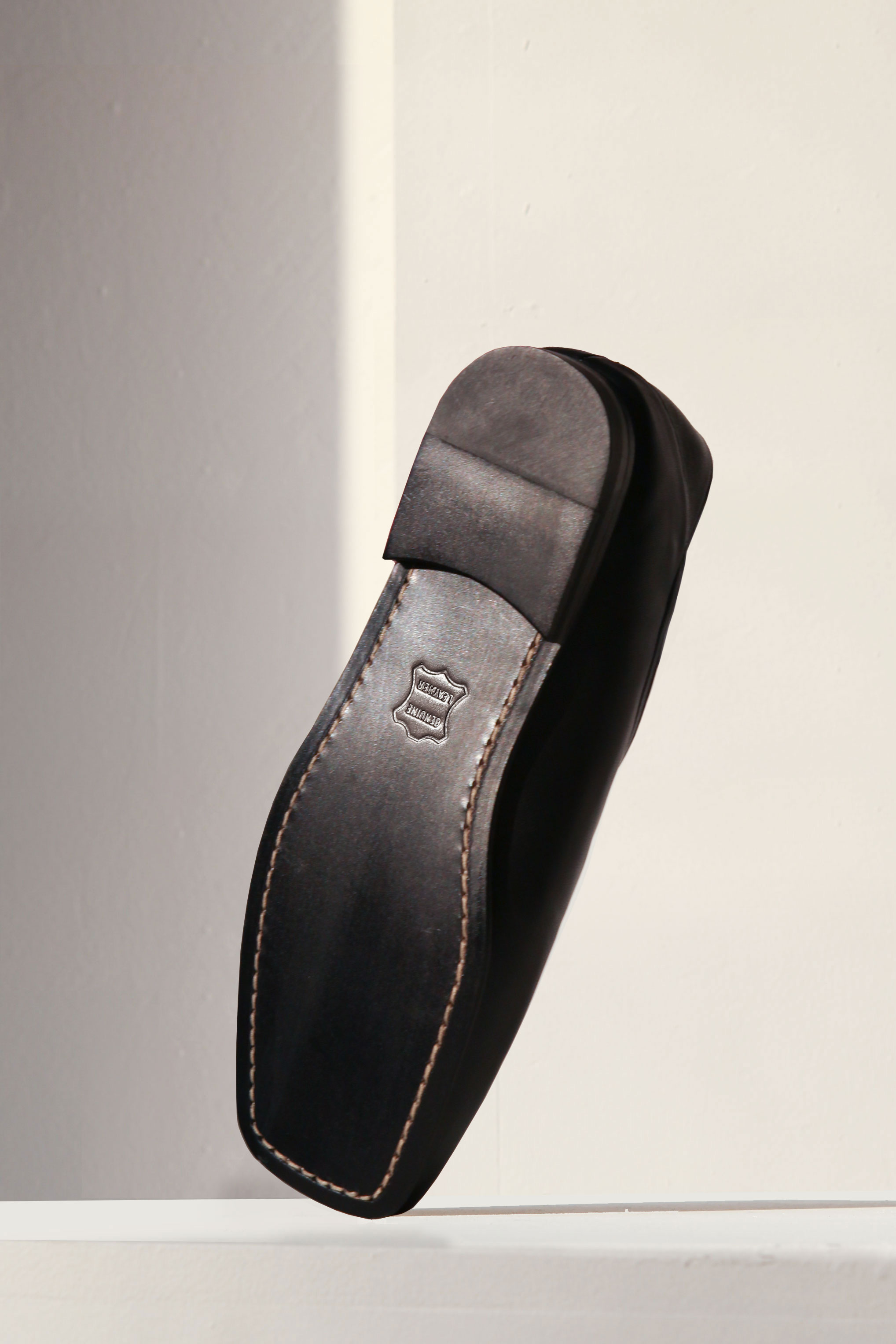 MINIMAL Italy Leather Fold-Back Loafers_Black