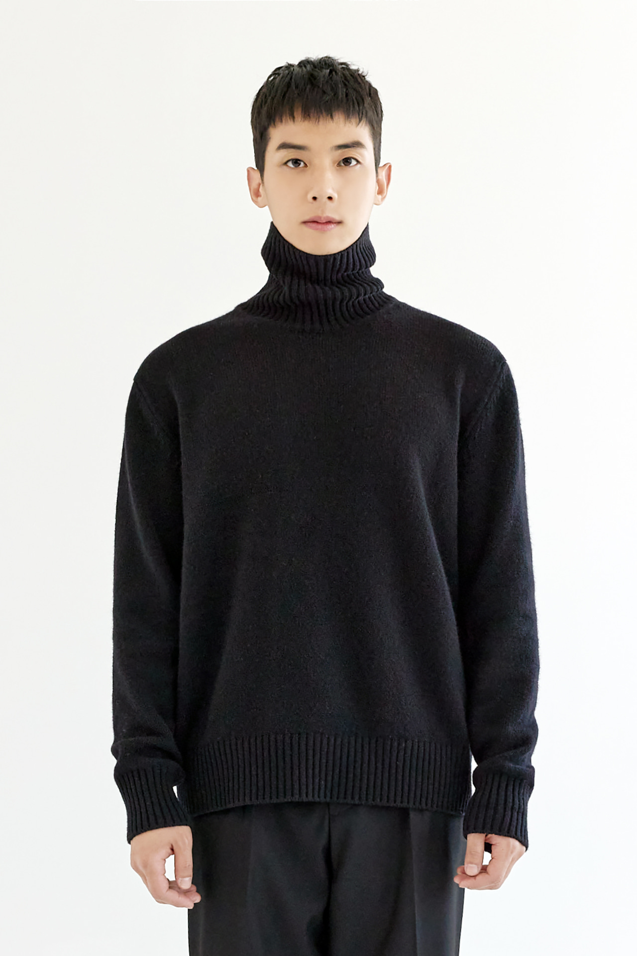 [EXCLUSIVE 신상품-15%] MULTI COLOR Merino Wool Turtle-Neck Knit_Black